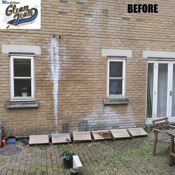 Exterior house wash soft washing wall cleaning kent london - Exterior home cleaning ...