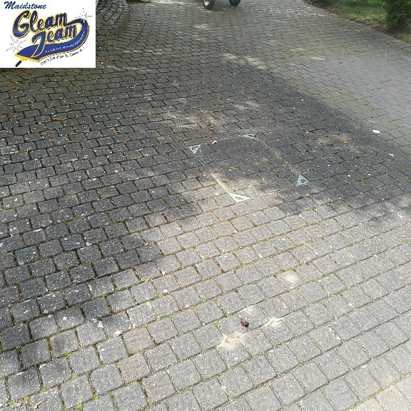 block-paving-driveway-before-cleaning-tonbridge